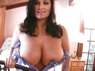Порно онлайн девушки с большими натуральными грудями