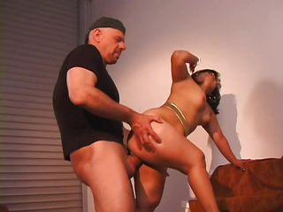 Порно двойное проникновение с толстыми