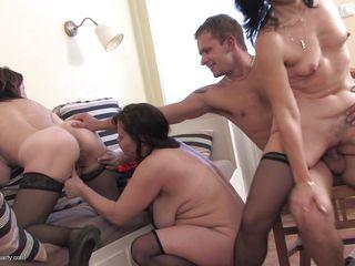 Измена зрелых жен порно