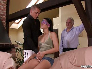 Секс втроем первый раз видео
