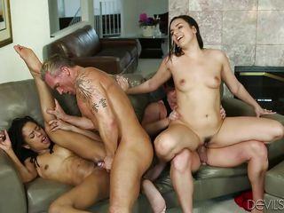 Межрасовая групповое порно