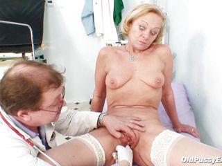 Порно брюнетку в жопу
