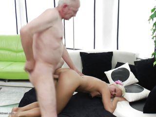 Порно с женщинами с небритыми лобками