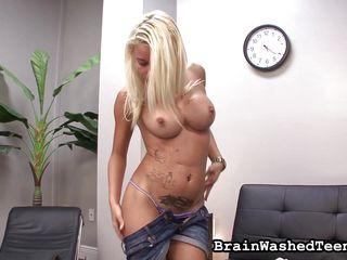 Смотреть порно фистинг молодых