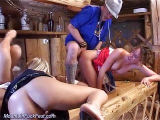 Порно в немецких костюмах