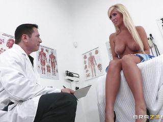 Порно секс с красивой женщиной