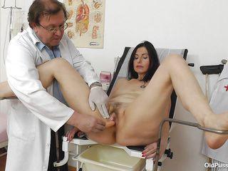 Порно фильмы с госпожей врачем