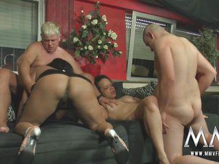 Бесплатное домашнее групповое порно