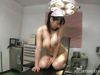 Натуральная грудь секс видео