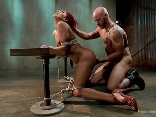 Порно видео госпожа доит своих рабов