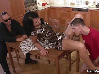 Жена дрочит член мужа порно