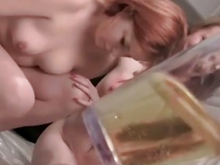 Порно лезбиянки писающие онлайн