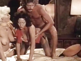 Порно ролик какаающих и писающих женщин он