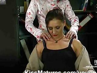 Секретарша соблазняет начальника порно смотреть бесплатно
