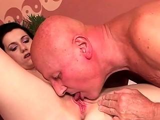 Смотреть порно как кончают шлюхи