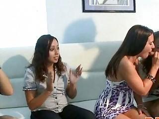 Писающие девушки подглядывание смотреть онлайн