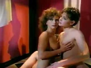 Бесплатное порно лесбиянки домохозяйки