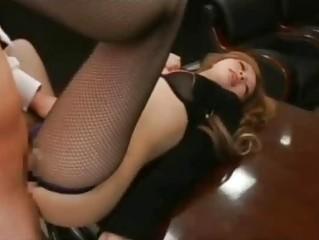 Бедняжку секретаршу трахает весь офис