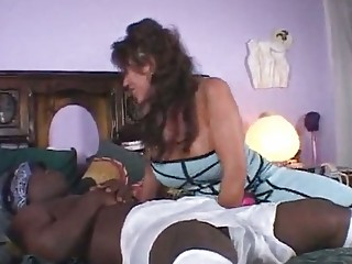 Порно негр прет сисястую секретаршу