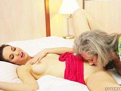 Порно видео пожилых пизда волосатая