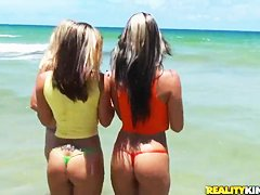 Русские женщины на пляже