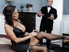 Женщина трахает страпоном женщину