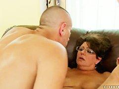 Порно старушки онлайн волосатые