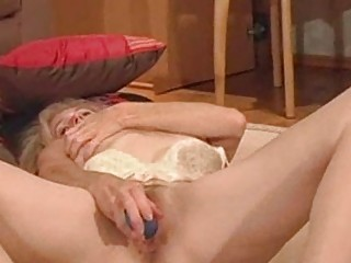 Порно видео зрелые страпон