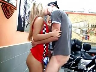 Порно сперма блондинки