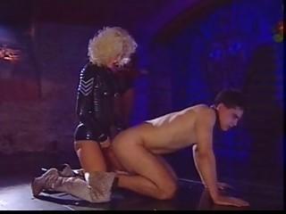 Порно видео снял телку на улице