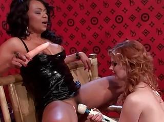 Секс игрушки порно на член